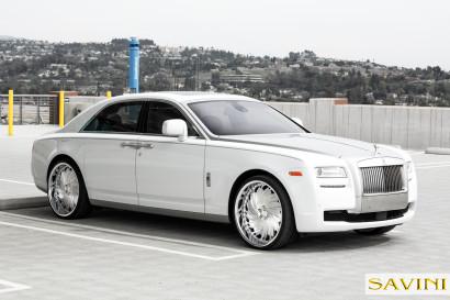 Weiß-Rolls-Royce-Ghost-Savini-Räder-Diamond-Serie-Prali-BR-1.jpg