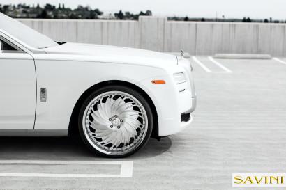 Weiß-Rolls-Royce-Ghost-Savini-Räder-Diamond-Serie-Prali-BR-3.jpg