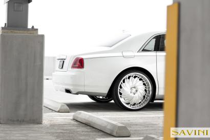 Weiß-Rolls-Royce-Ghost-Savini-Räder-Diamond-Serie-Prali-BR-5.jpg