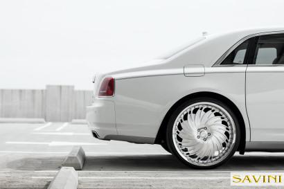 Weiß-Rolls-Royce-Ghost-Savini-Räder-Diamond-Serie-Prali-BR-6.jpg