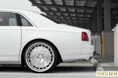White-Rolls-Royce-Ghost-Savini-Räder-Diamond-Series-Prato-BR-6.jpg