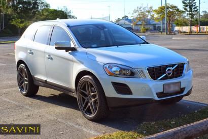 White-Volvo-XC60-Savini-Wheels-BM7-Titanium-1.jpg