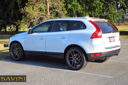 White-Volvo-XC60-Savini-Wheels-BM7-Titanium-2.jpg