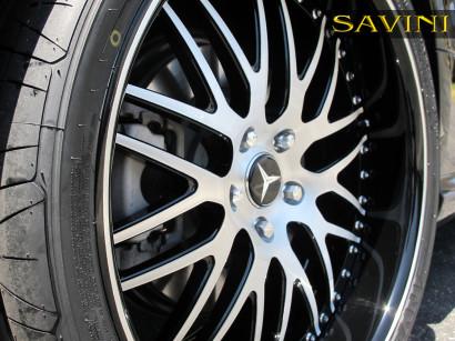 Schwarz-mercedes-benz-sl550-savini-geschmiedete Räder-sv25-s-gebürstet-schwarz-4.jpg