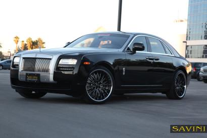 black-rolls-royce-ghost-savini-wheels-black-di-forza-bs5-black-chrome.jpg