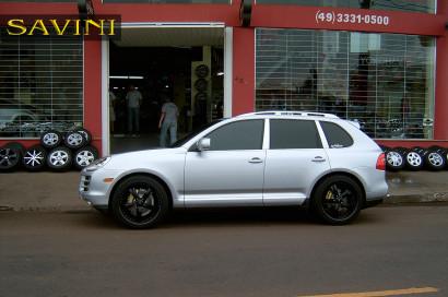 silver-porsche-cayenne-savini-forged-wheels-sv29-s-black-1.jpg