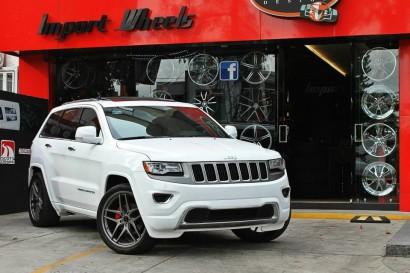 бело-джип гранд-Чероки-Савини-колеса-черный-ди-Forza-bm7-титан-1.jpg