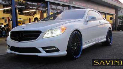 бело-Мерседес-cl550-Савини-кованые-колеса-sv25-с-вогнуто-черно-сине-1.jpg