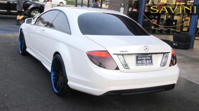 бело-Мерседес-cl550-Савини-кованые-колеса-sv25-с-вогнуто-черно-сине-3.jpg