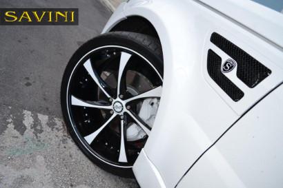 бело-спектр-ровер-спортивно-Савини-кованые-колеса-sv31-с-вогнуто-белый-черный-5.jpg
