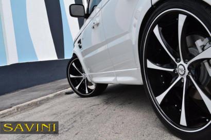 бело-спектр-ровер-спортивно-Савини-кованые-колеса-sv31-с-вогнуто-белый-черный-6.jpg