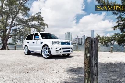 White-range-rover-sport-savini-geschmiedete Räder-sv31-c-konkav-weiß-blau-2.jpg