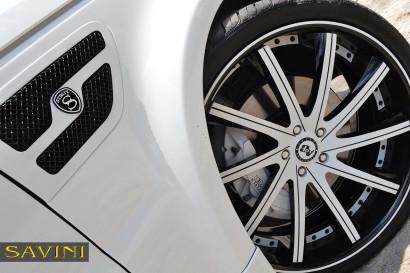 бело-спектр-ровер-спортивно-Савини-кованые-колеса-sv37-с-вогнуто-белый-черный-8.jpg