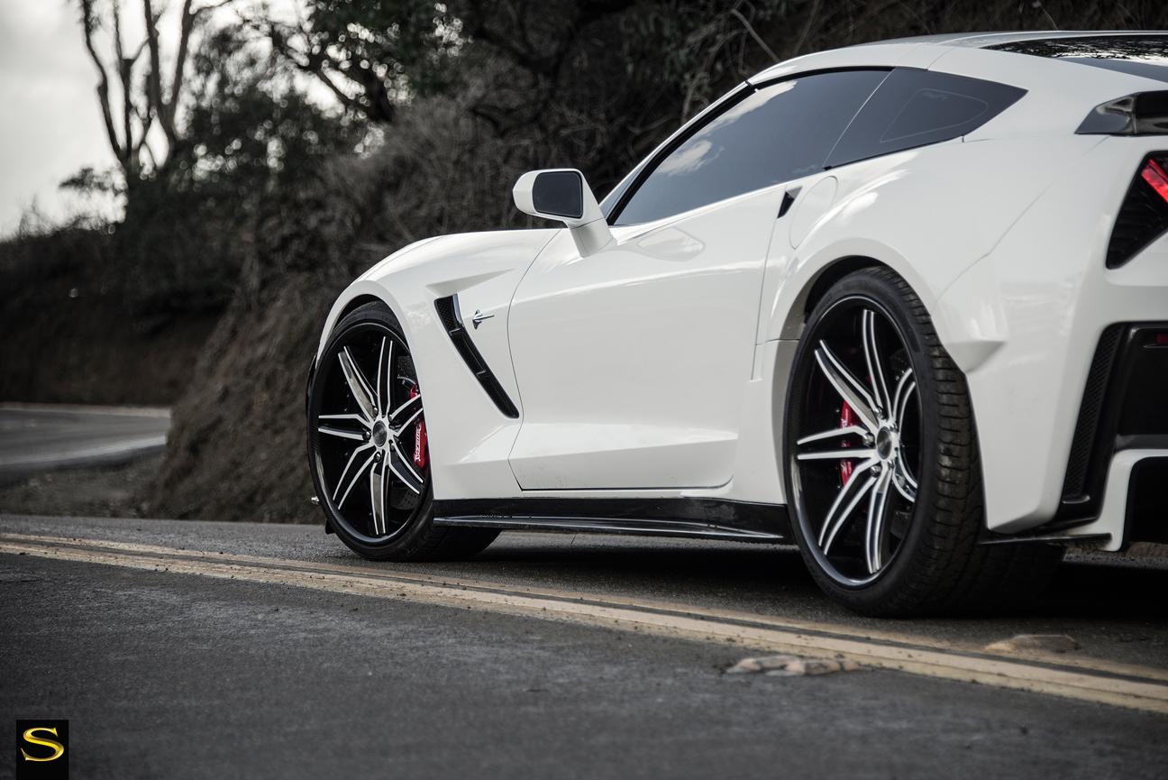 C7-Corvette-SV58C-White-Black-Carbon-Fiber-15