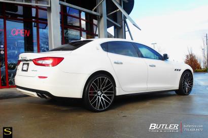 Бело-Maserati Quattroporte-Савини-Wheels-Black-ди-Forza-BM13-Обработанные-Black-1.jpg