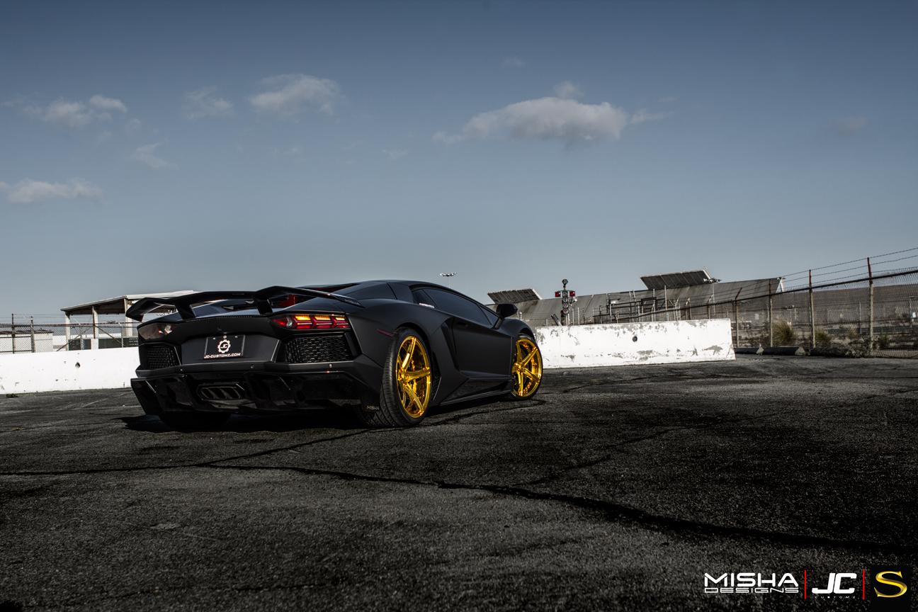 матовый-черно-ламборджини-Aventador-Савини-forgred-колеса-sv59d-высокие ногти-золото- (12)