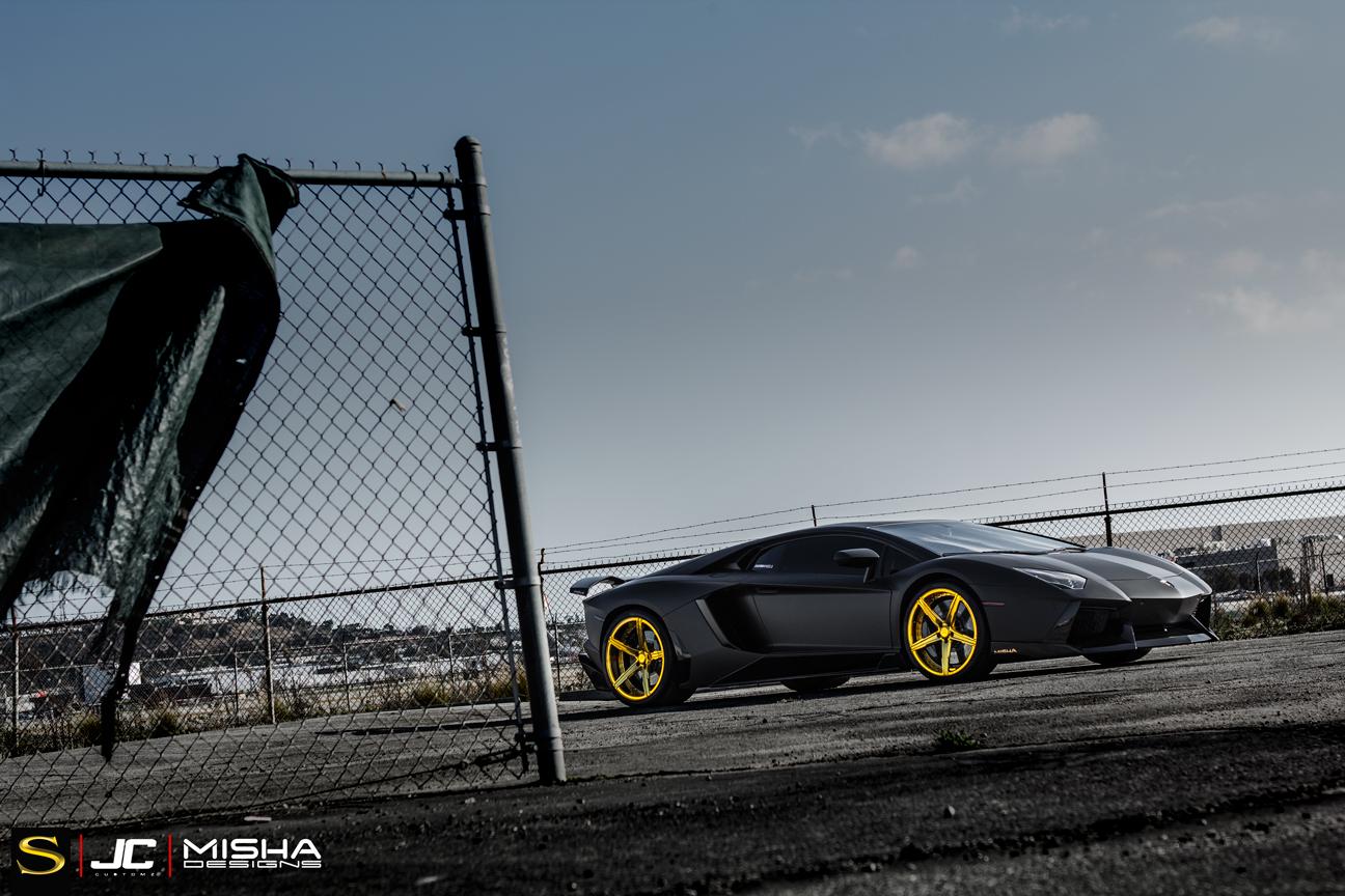 матовый-черно-ламборджини-Aventador-Савини-forgred-колеса-sv59d-высокие ногти-золото- (4)