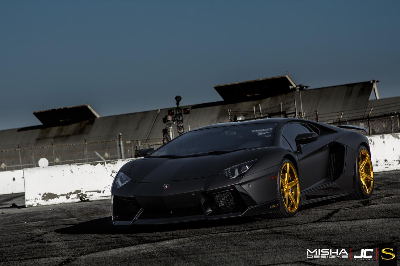 матовый-черно-ламборджини-Aventador-Савини-forgred-колеса-sv59d-высокие ногти-золото- (7)