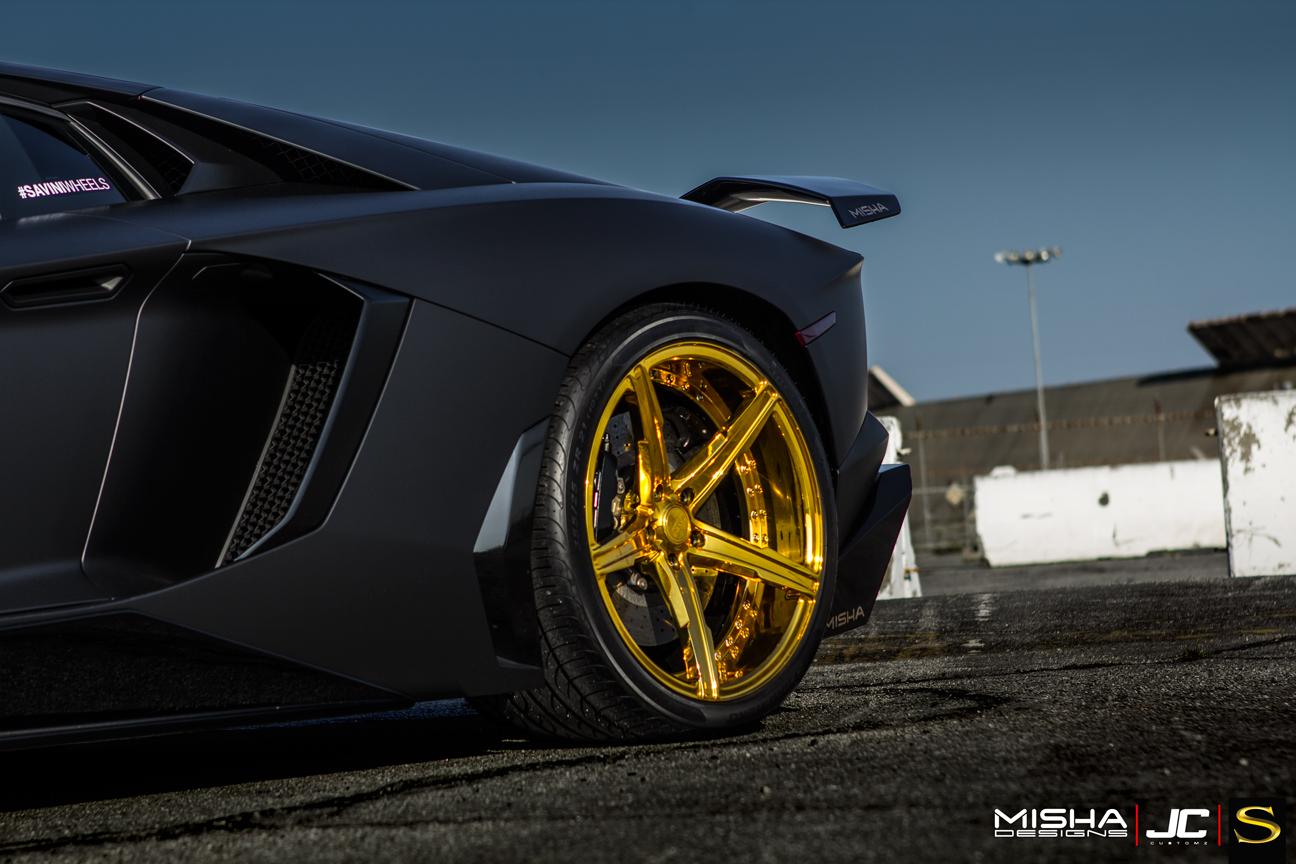 матовый-черно-ламборджини-Aventador-Савини-forgred-колеса-sv59d-высокие ногти-золото- (8)