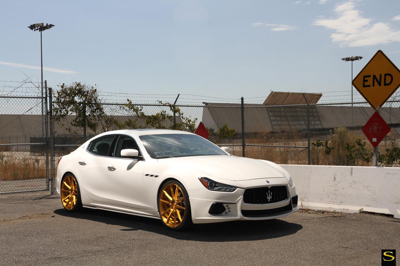 Savini Black di Forza BM12 с золотым покрытием Maserati Ghibli (4)