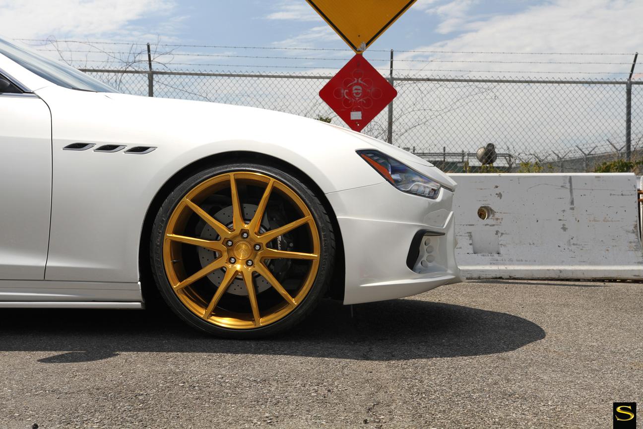 Savini Black di Forza BM12 с золотым покрытием Maserati Ghibli (6)