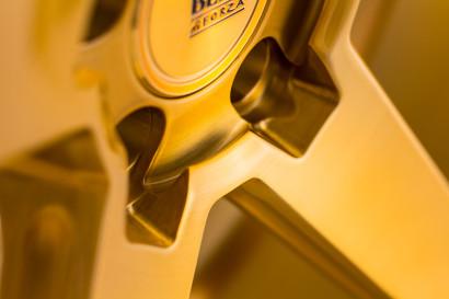 Савини-колеса-черный-ди-Forza-bm11-щеткой-золото-деталь-3.jpg