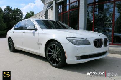 Савини-Black-ди-Forza-BM15-Gloss-Black-DDT-BMW-750i-1.jpg