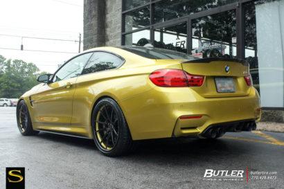Савини-Black-ди-Forza-BM-12-L-Gloss-Black-Пониженный-BMW-M4-4.jpg