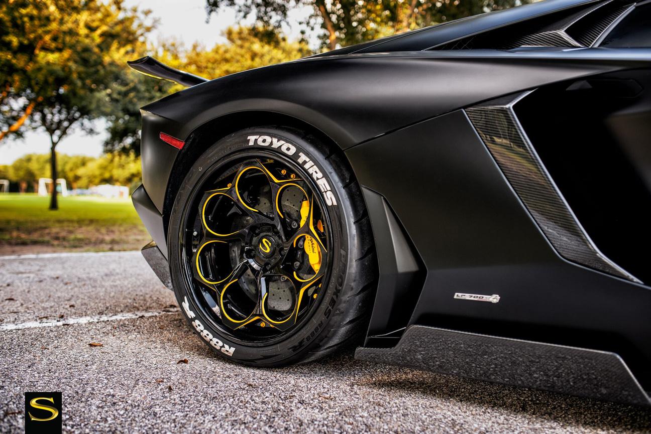 Savini Forged Sv69 L Gloss Black With Yellow Accents Lamborghini