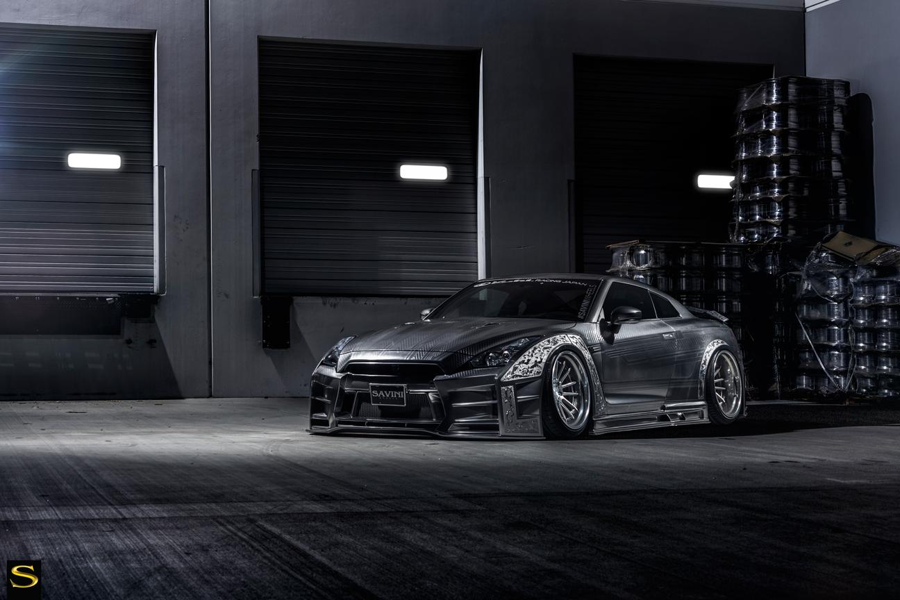 Savini-Black-di-Forza-BM9-L-brushed-with-chrome-step-lip-Kuhl-Nissan-GTR-by-V-(2)