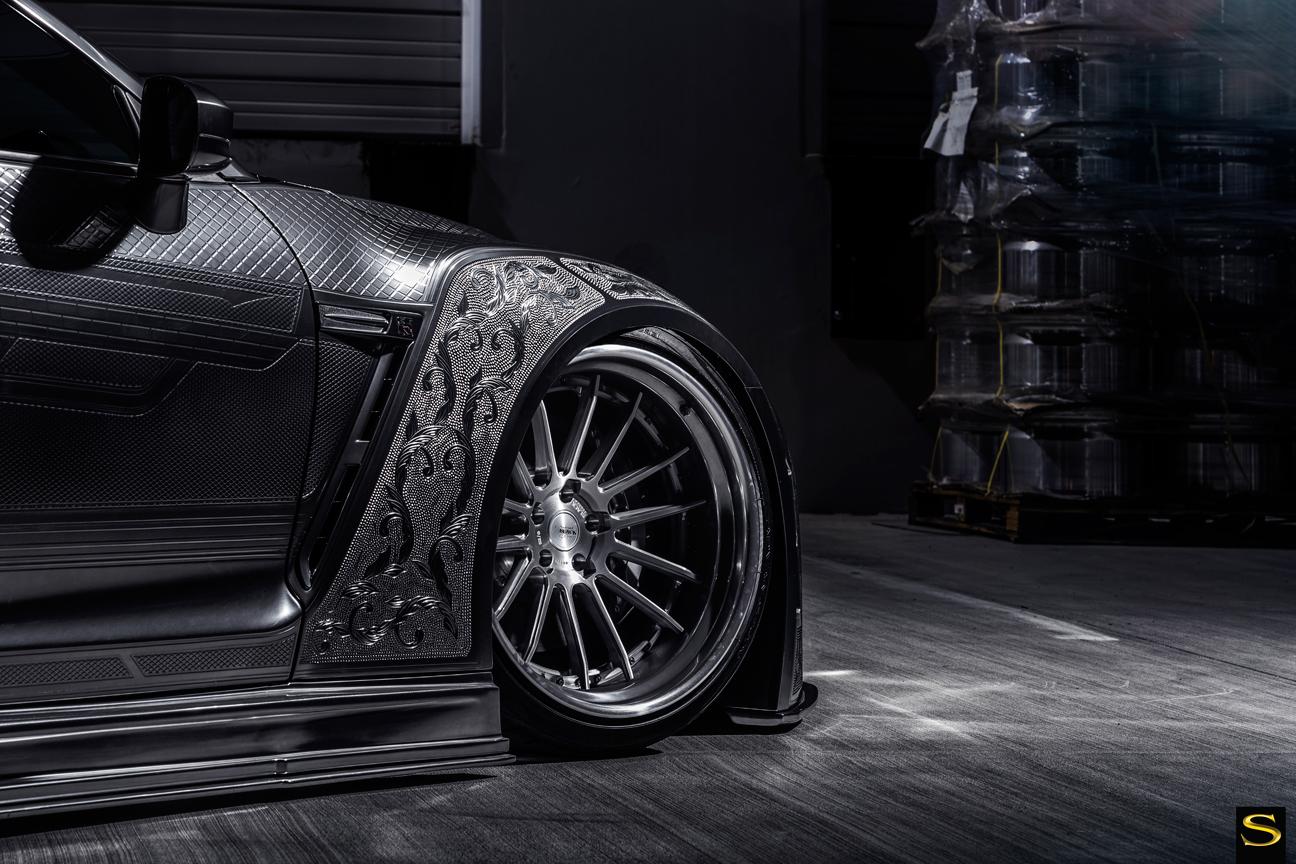 Savini-Black-di-Forza-BM9-L-brushed-with-chrome-step-lip-Kuhl-Nissan-GTR-by-V-(3)
